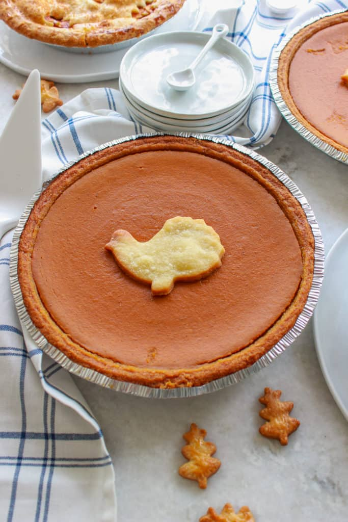 This batch of delicious pumpkin pie makes 2 huge pies and is perfect for Thanksgiving and even better for leftovers! #pumpkinpie #thanksgiving frostingandfettuccine.com