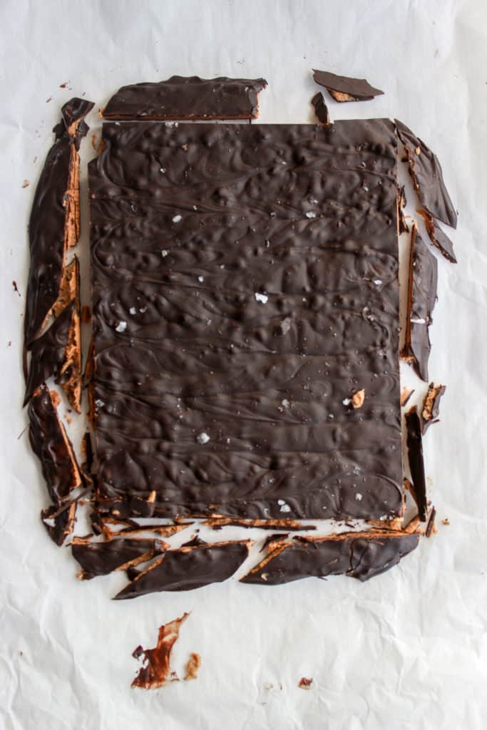 Semi sweet chocolate mixed with decadent cookie butter, that has a slight salty crunch from the Maldon, omg my mouth is watering. #cookiebutter #bark #easydessert frostingandfettuccine.com
