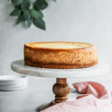 5 tips to make the perfect cheesecake! Follow my tips and you'll be smacking your lips in no time. #classiccheesecake #cheesecake #cheesecakerecipe via frostingandfettuccine.com