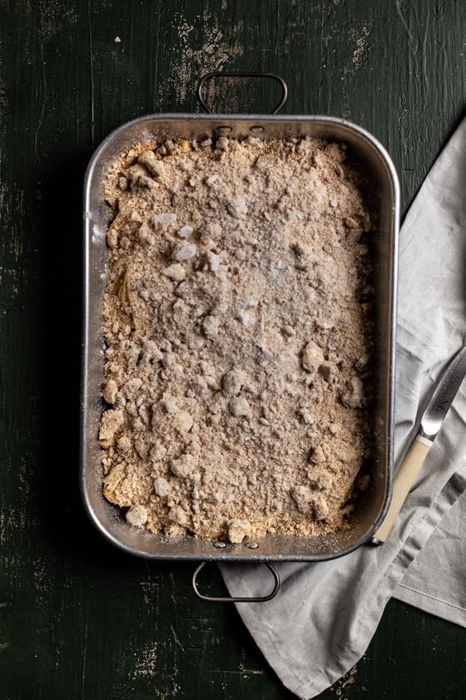 crumb topping on top of apple pie bars