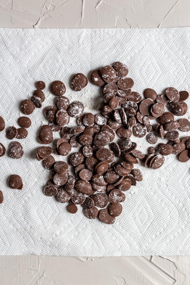 chocolare chips dusted with flour on a paper towel